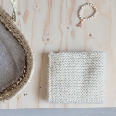 Couverture tricotée écrue
