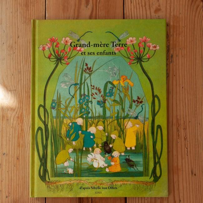 Album Grand-mère Terre et ses enfants