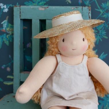 Capeline de poupée