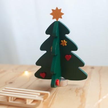 Sapin de Noël et luge en bois
