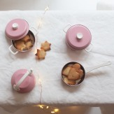 Dinette en métal rose doux
