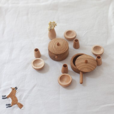 Dînette de poupée en bois
