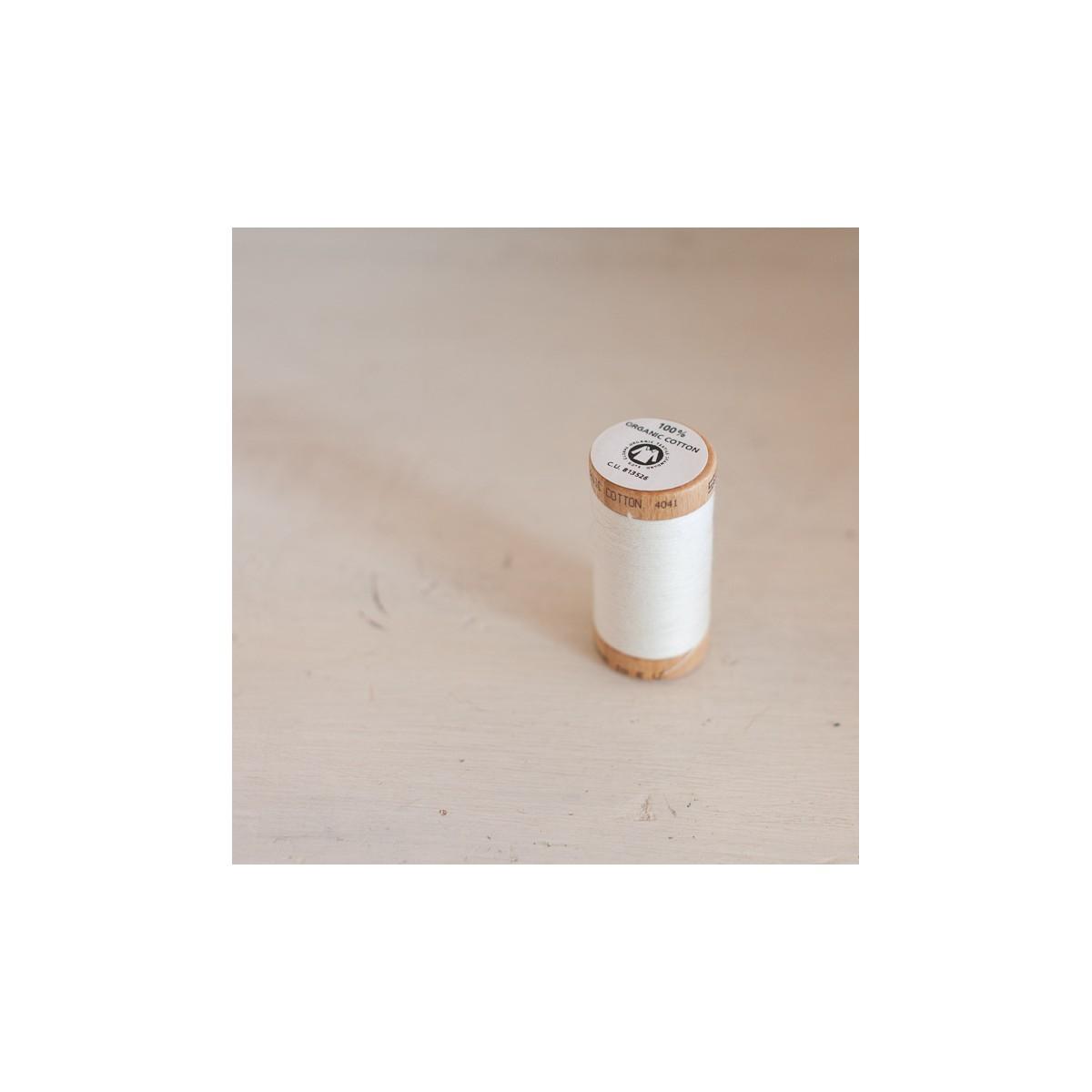 Bobine de fil de coton bio ivoire